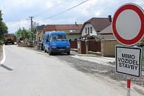 Stavba kanalizace v Selské ulici.