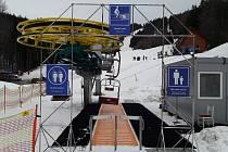 Ve Skiareálu Severka v Dolní Lomné je od víkendu v provozu dvojsedačková lanovka.