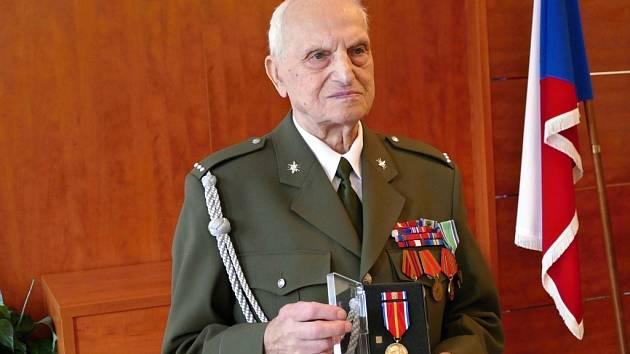 Na Obecním úřadě obce Lučina ve středu 30. října dopoledne se konala malá slavnost. Veterán druhé světové války četař v.v. Mikuláš Ganišin se dožil krásných 97 let.