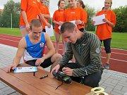Běžec Pavel Maslák si zaběhal se studenty havířovské stavební průmyslovky.