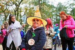 Návštěvníci halloweenské akce nezapomněli ani na nezbytné strašidelné kostýmy.