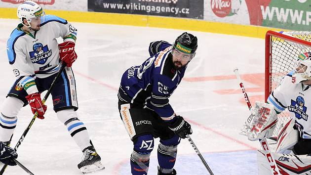Ani Roman Szturc (v modrém) nepomohl svému týmu k bodovému zisku proti Ústí nad Labem.