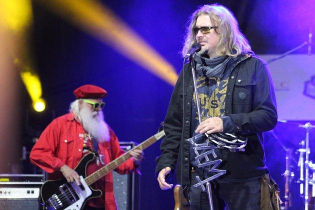 V Karviné v loděnici se v sobotu konal 8. ročník česko-polského hudebního festivalu Dolański Gróm. Hlavní hvězdou byla polská rock-bluesová legenda , skupina Dżem.
