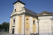 Šikmý kostel sv. Petra z Alkantary v Karviné-Dolech čeká oprava.