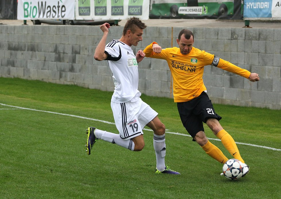 Utkání Karviná (v bílém) - Sokolov.