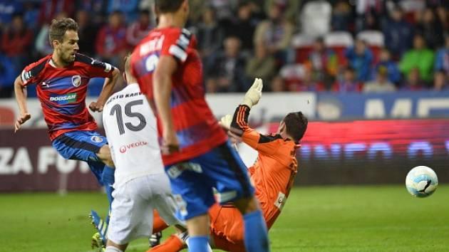 Karviná inkasuje z kopačky Tomáše Hořavy druhý gól.