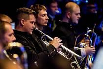 Symfonický dechový orchestr Májovák Karviná odehrál koncert filmových melodií.