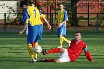 Na zemi se - obrazně řečeno- ocitli fotbalisté ČSAD Havířov.
