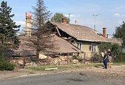 V Českém Těšíně v Karvinské ulici zřejmě výbuch plynu zdemoloval jeden rodinný domek.