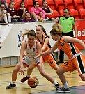 Eliška Kubíčková (v bílém) navázala na úspěch své starší sestry Anny, která vyhrála s týmem loni.
