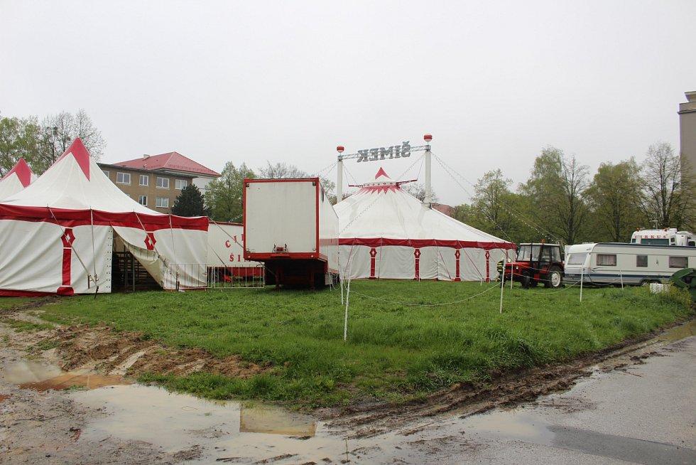 Vydatný déšť vyplavil šapitó cirkusu Šimek v centru Havířova.