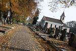 Hřbitovy na Karvinsku navštěvují v tyto dny tisíce lidí.