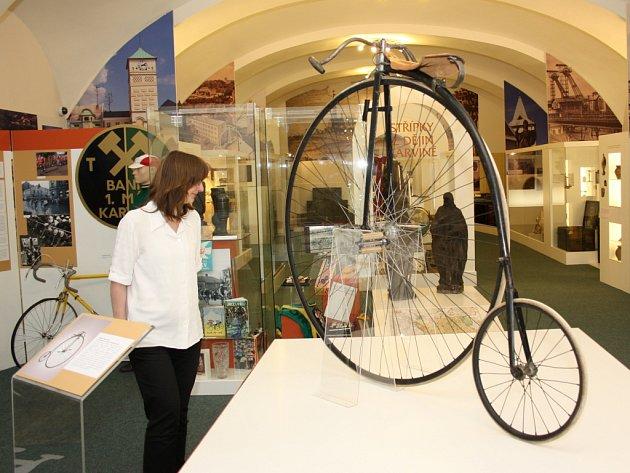 Na výstavě o historii cyklistiky na Těšínsku uvidíte zajímavé exponáty bicyklů.