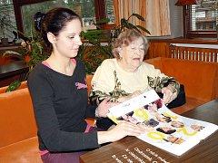 Kalendář se líbí mladé i starší generaci.