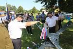 V Kopytově odhalili památník obětem 2. světové války. Tvoří jej ocelová tanková zábrana.
