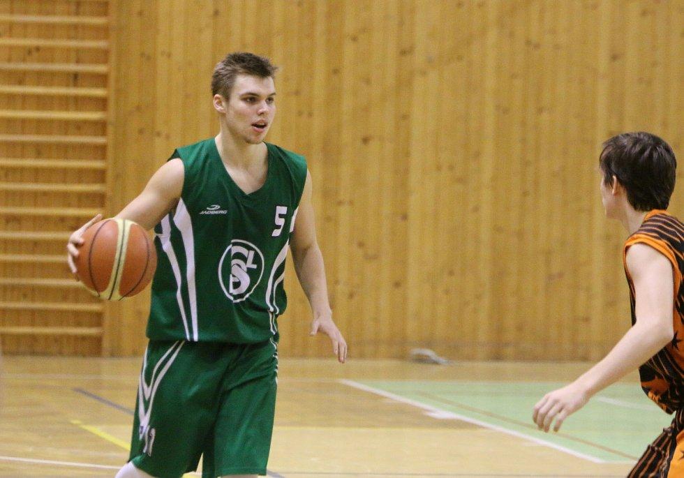 Junioři Sokola (v zeleném) se doma předvedli ve výborném světle.
