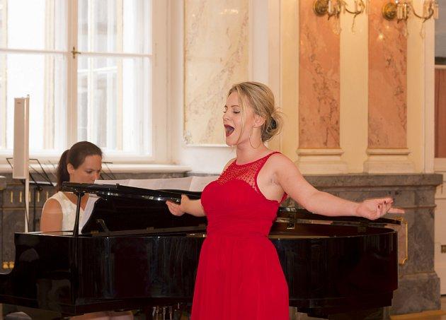Operní zpěvačka Nela Skarková.