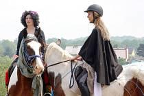 Čarodějnické kostými na sobě neměli pouze jezdci, ale také jejich čtyřnozí kamarádi.