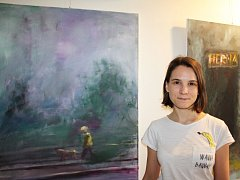 Výstava Ticho má i svůj filozofický podtext, autorkou obrazů i konceptu je Klára Putniorzová.