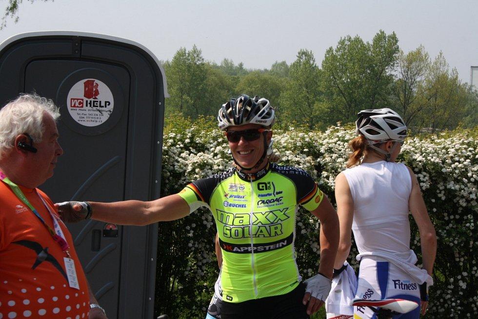 Několikanásobná vítězka Hanka Kupfernagel se přivítala s bývalým dlouholetým ředitelem závodu Miroslavem Koláčkem.
