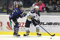 Havířovští hráči (v modrém) uspěli na ledě Kladna.