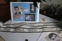 V Bohumíně se mohli lidé včera odpoledne podepsat do kondolenční listiny v Salonu Maryška.