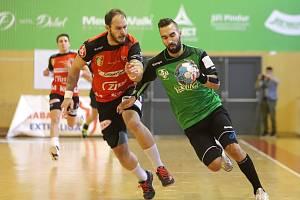 Marek Monczka (v zeleném) byl v neděli nejlepším střelcem Karviné s osmi brankami.