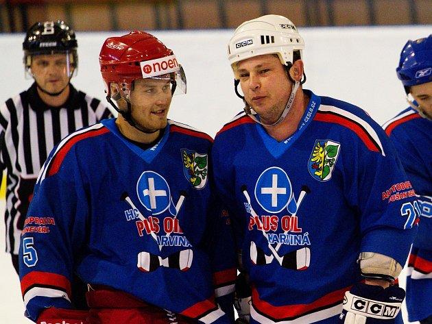 Pavel Kowalczyk (vpravo) zkouší po roce zase hrát hokej.