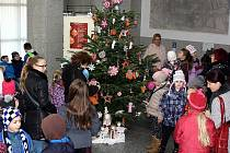Vyhodnocení nejkrásnějších vánočních ozdob na stromku v hale havířovské radnice.