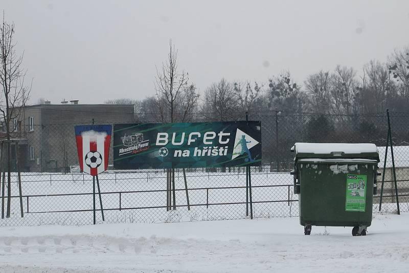 U fotbalového hřiště