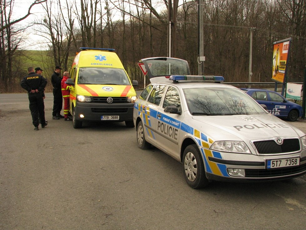 O nalezeného muže se postarali policisté a zdravotníci.