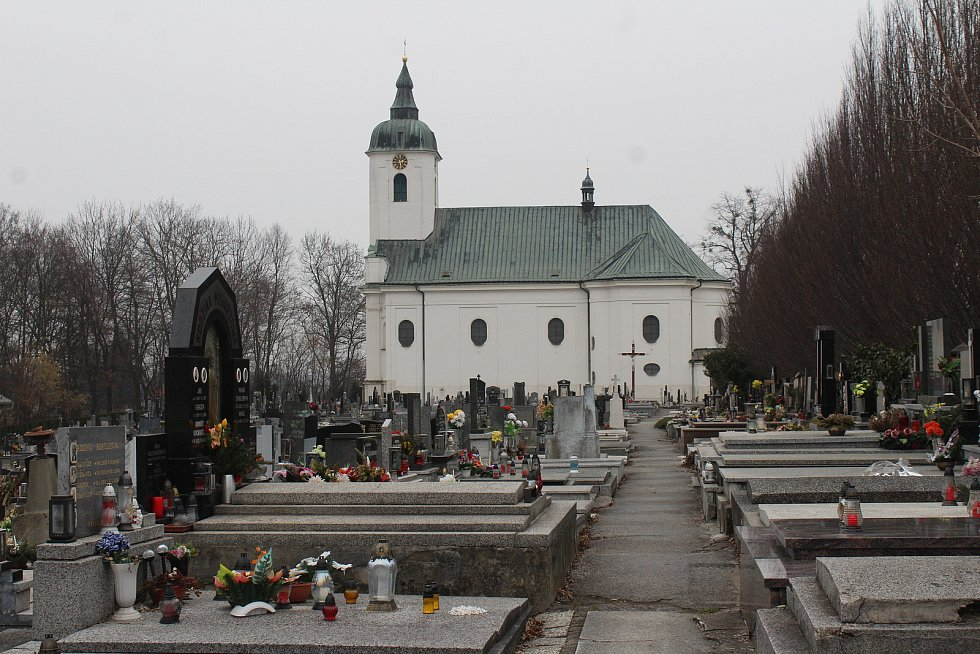 Dolní Lutyně. hřbitov, kostel