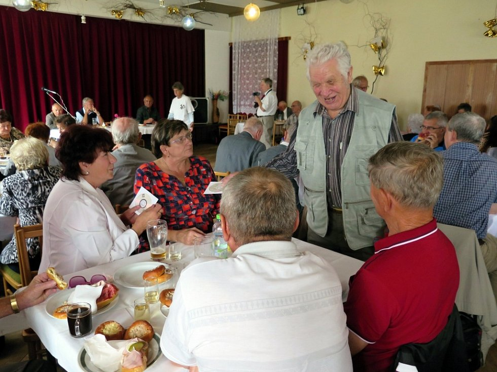 Setkání členů Klubu důchodců Dolu Dukla.