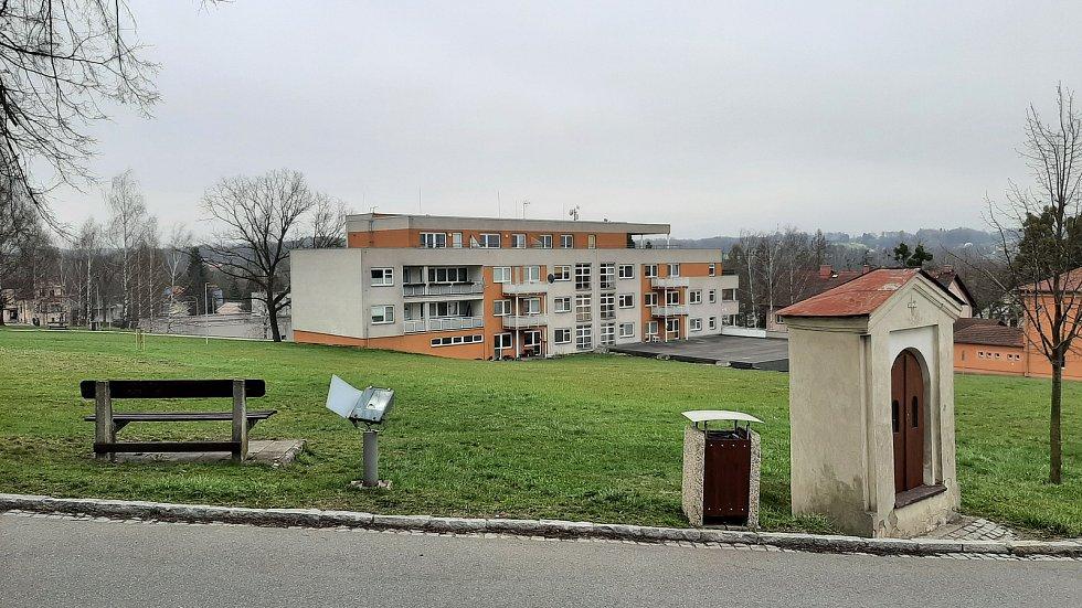 Petřvald. Pohled na bytový dům v centru.