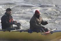 Vodáci z Karvinska i z Polska se v sobotu dopoledne vydali na tradiční Novoroční sjezd Olše.