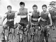 Družstvo staršího dorostu v roce 1965. Zleva Milan Nezhoda, Petr Křístek, Josef Muška a Arnošt Jedlička.