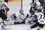 Koronavirus znemožnil hokejistům dohrát poslední sezonu a ohrožuje i přípravu týmů na ledě.