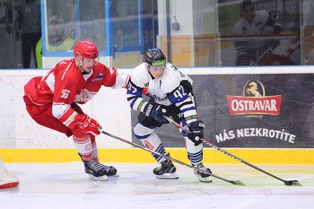 Zpřípravného utkání Havířova (bílé dresy) proti Frýdku-Místku.