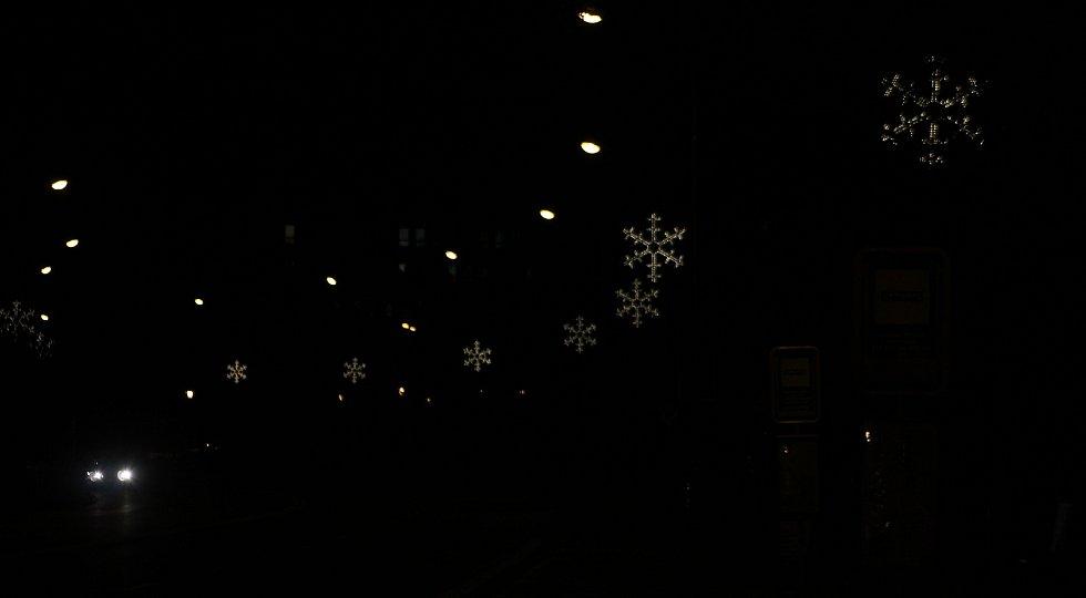 Vánoční výzdoba v Karviné. Podél hlavní třídy.