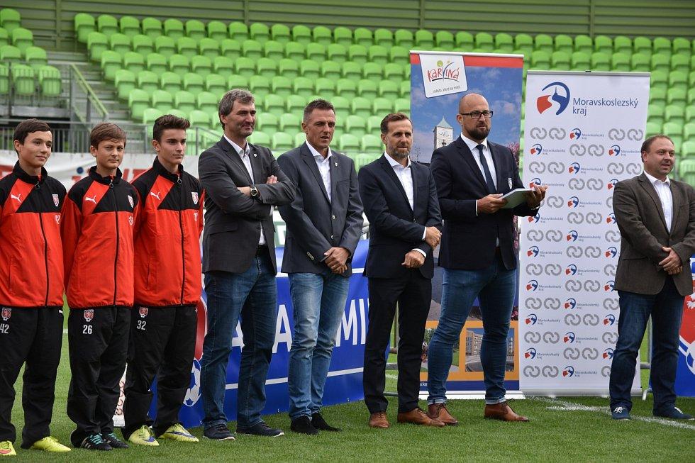 Slavnostního otevření Regionální fotbalové akademie v Karviné se zúčastnily i osobnosti českého fotbalu.