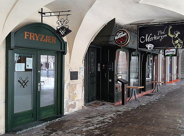 Vkadeřnickém salonu na náměstí vpolském Těšíně. Únor 2021.