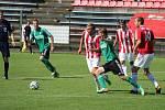 Karvinští fotbalisté (v zeleném) uspěli na půdě Třince.