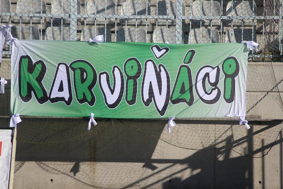 Karvinské fotbalisty přijeli do Jablonce podpořit skalní příznivci.