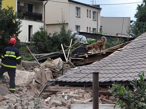 Záchranné a pátrací práce uRD vČeském Těšíně se protáhly přes noc ze čtvrtku na pátek.