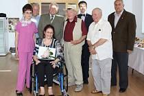 Deset lidí aktivních v karvinské kulturní sféře ocenila letos rada města Pamětními listy.