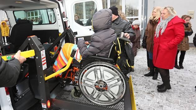 Předání nového vozidla pro Santé, centrum pečující o mentálně postižené. .