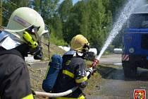 Cvičení hasičů v plnírně plynu.