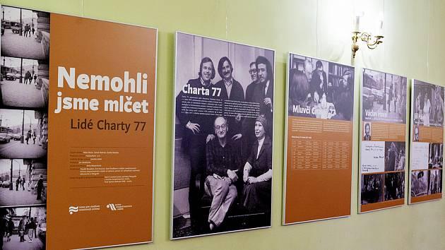 V divadle A. Miczkiewicze v polském Těšíně je k vidění výstava o historii Charty 77.