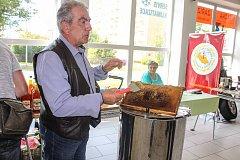 Karvinští včelaři letos vystavují již po jedenácté.