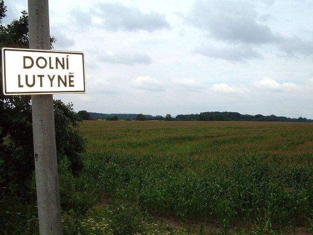Pozemky v Dolní Lutyni zatím leží ladem, ale záměr vybudovat tam průmyslovou zónu zřejmě ne.